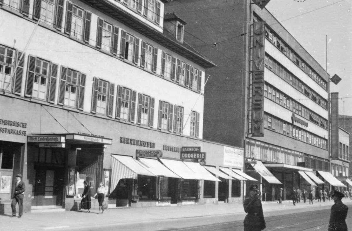 """Das Kino """"Universum"""" stand 1942 da, wo sich heute das Kaufhof-Gebäude befindet. Weitere Eindrücke aus dem Leben in Stuttgart 1942 zeigt die Bildergalerie. Foto: Stadtarchiv Stuttgart"""