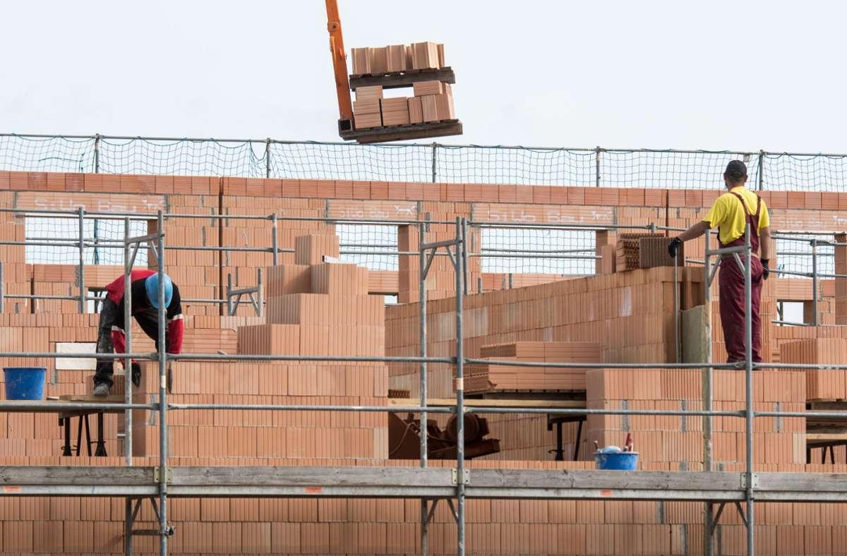 Die Arbeitsgruppe Bauen, Wohnen und Digitale Infrastruktur verständigte sich angesichts des Geldmangels in der Landeskasse gegen das Baukindergeld. Foto: dpa/Armin Weigel