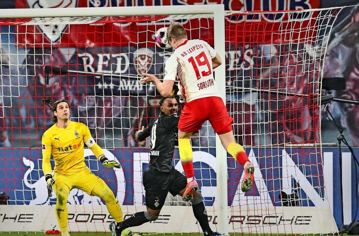 Goldköpfchen Alexander Sörloth trifft zum 3:2 für RB Leipzig. Foto: imago images/Christian Schrödter