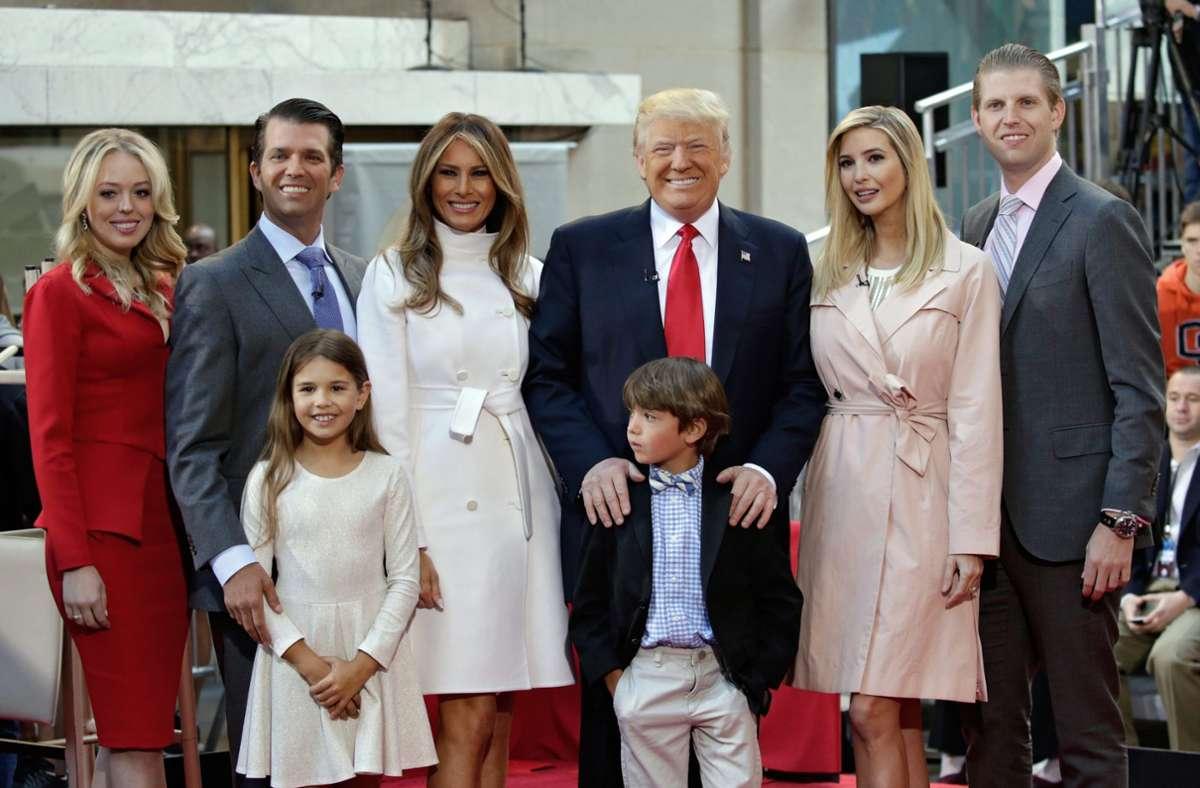 Die Familie Trump (ein Bild aus dem Jahr 2017): Sie wollen vier weitere Jahre im Weißen Haus bleiben. Foto: dpa/Peter Foley