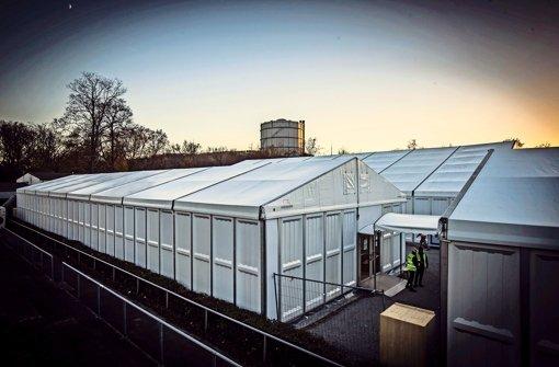 Wie hier im Stuttgarter Reitstadion soll auch in Kirchberg ein Zelt für Flüchtlinge aufgebaut werden. Foto: Lichtgut/Achim Zweygarth