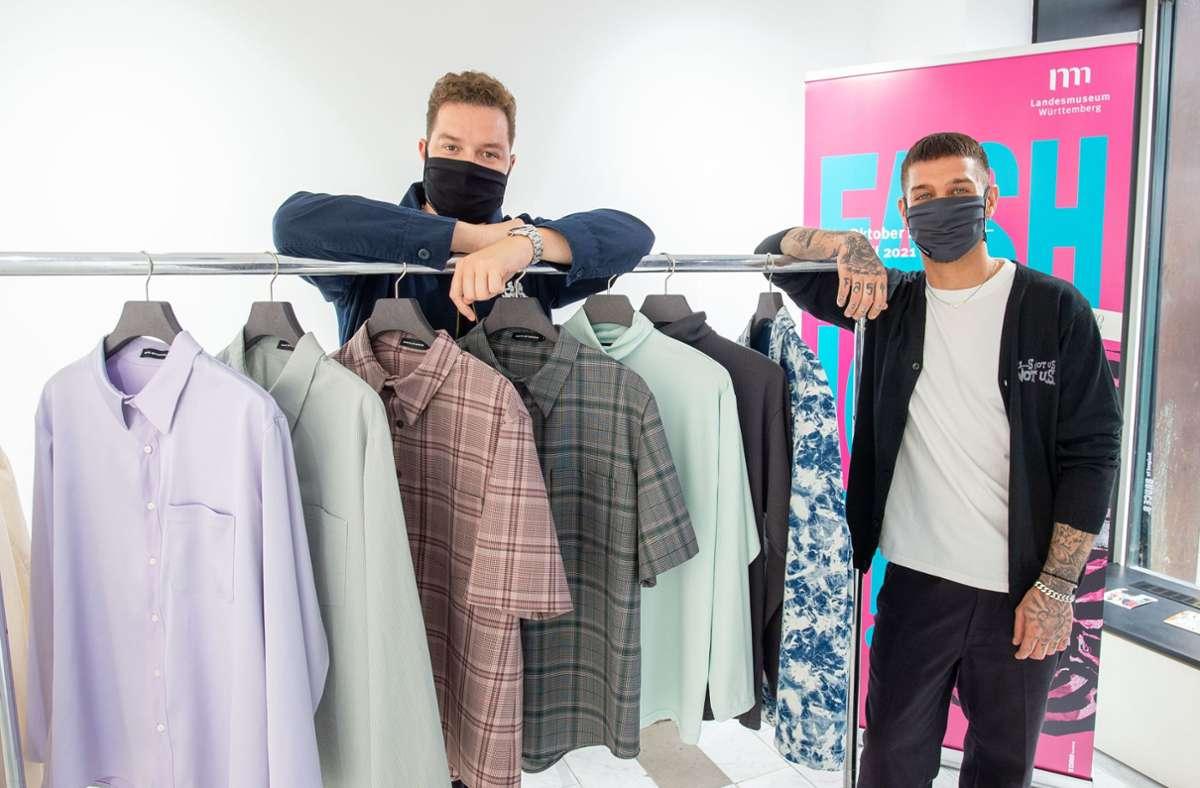 Die Designern Florian Bless und Kai Bechtle (v.l.) und ihr Label UMTC zeigen als erstes ihre Mode an der Calwer Straße. Foto: Lichtgut/Leif Piechowski
