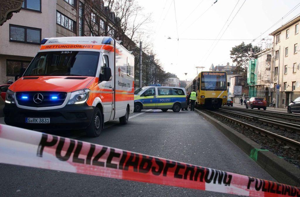 Nach dem Zusammenstoß in Bad Cannstatt unterlag der junge Mann seinen Verletzungen. Foto: Andreas Rosar Fotoagentur-Stuttgart