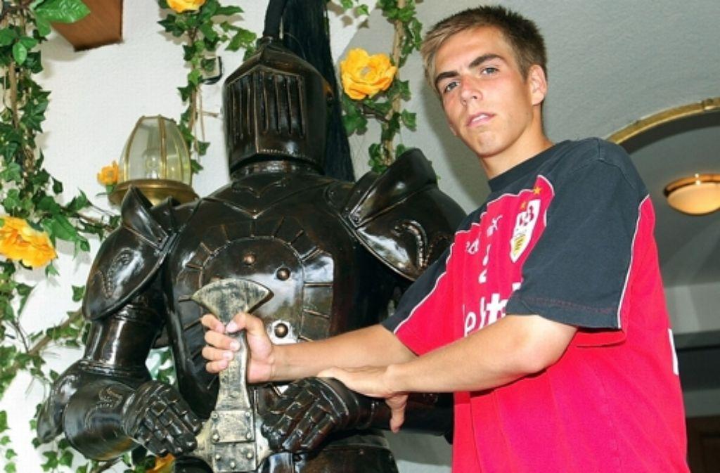 Ritter Philipp  mit Rüstung im VfB-Trainingslager 2003 Foto: Baumann