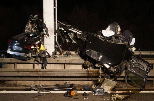 Autofahrer nach schwerem Unfall sofort tot