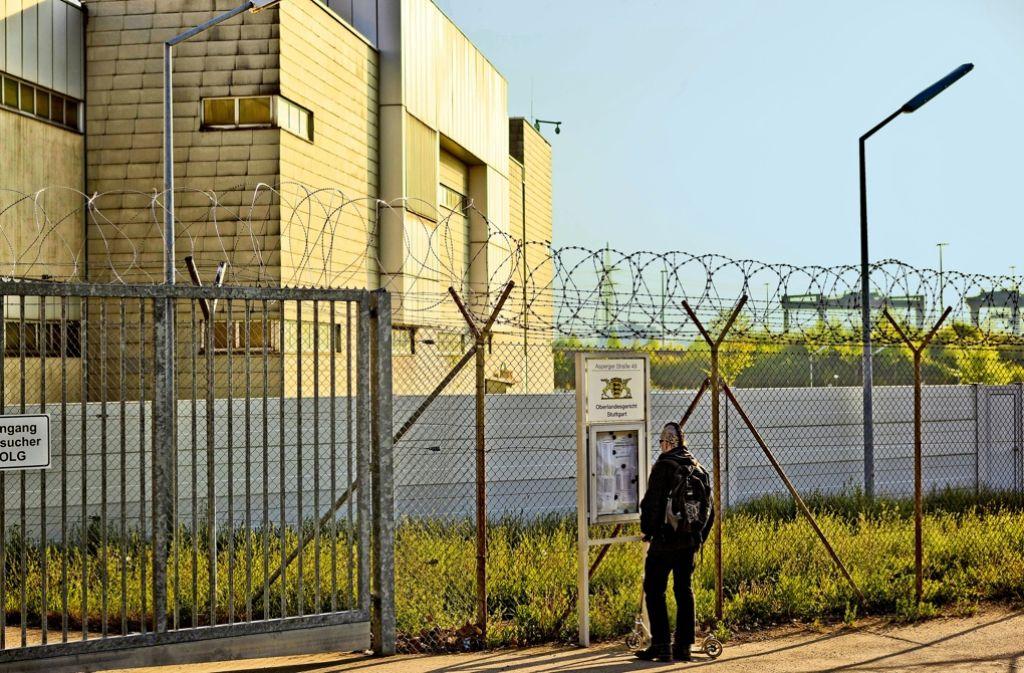 Hinter den Mauern von Stammheim wird gegen mutmaßliche IS-Mitglieder verhandelt. Foto: Honzera
