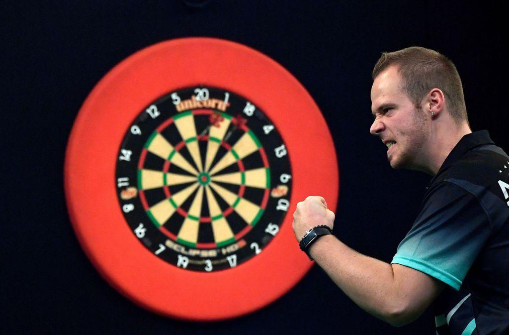 Max Hopp – die deutsche Hoffnung bei der Darts-WM in London. Foto: dpa