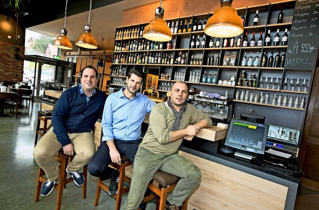 Fabio Coppolino, Piergiovanni Damiano und Maximilian Provenzano wollen Bar und Restaurant im Werk Vier zu einem Erfolg machen. Foto: Horst Rudel