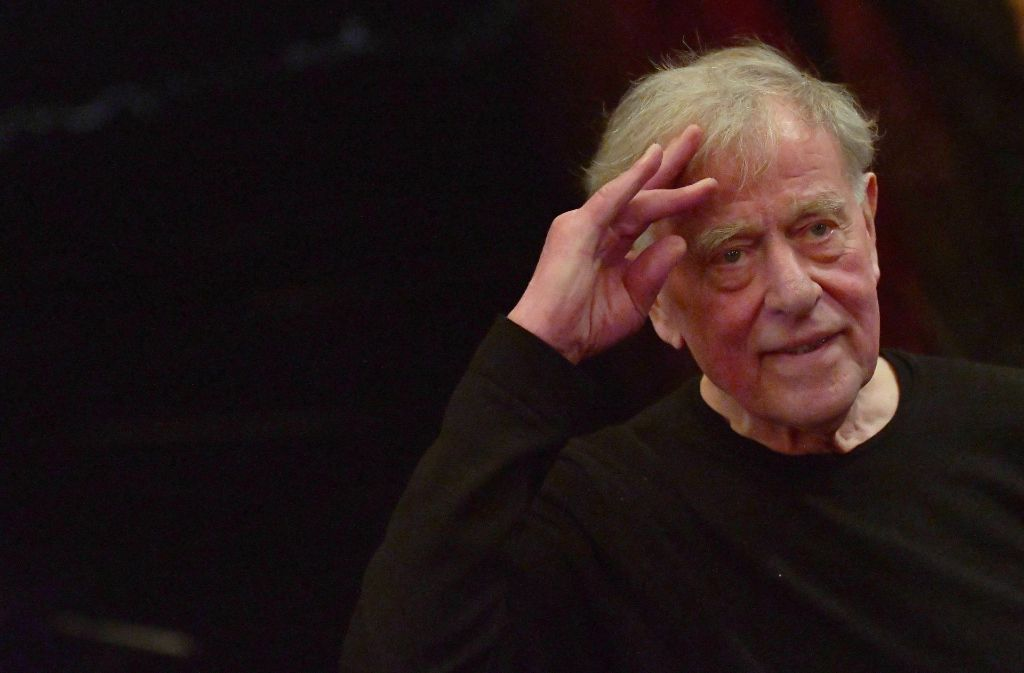 Claus Peymann dem Theater noch lange nicht Adieu, auch wenn er am 7. Juni 80. Geburtstag feiert Foto: dpa