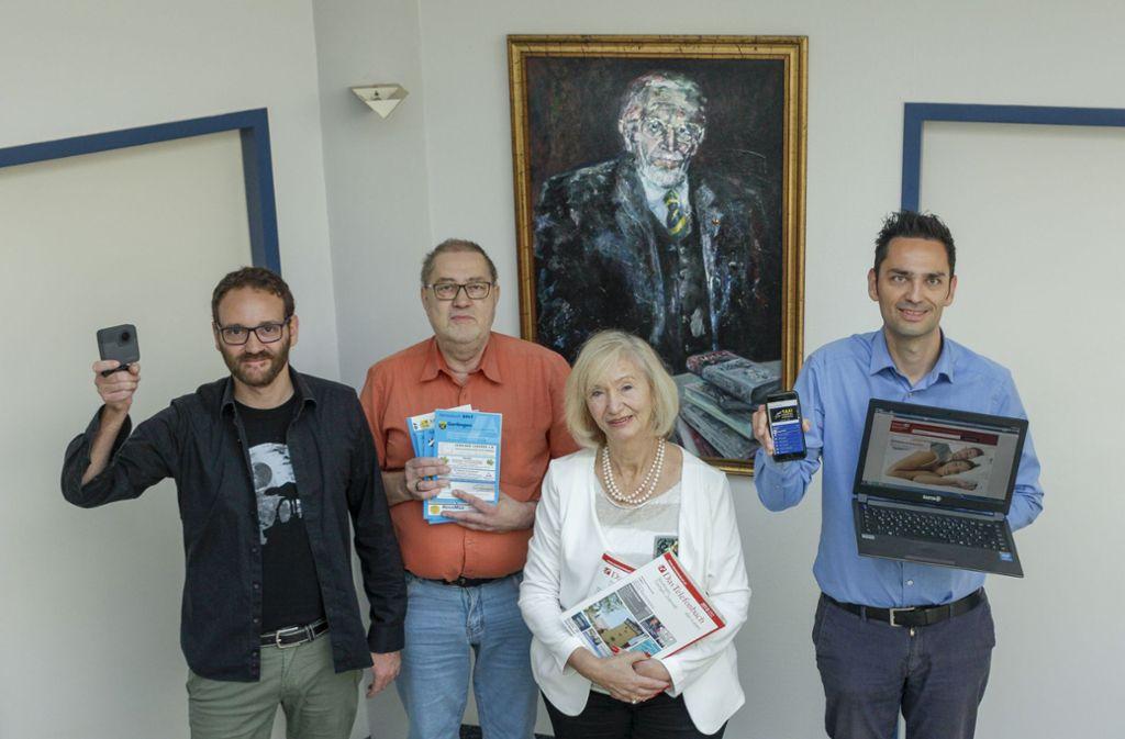 Drei Generationen der Familie Bleicher (von links): Sebastian Bartolitius, Thomas Bleicher, Evmarie Bartolitius und René Süßer. Vom Ölbild Foto: factum/Bach