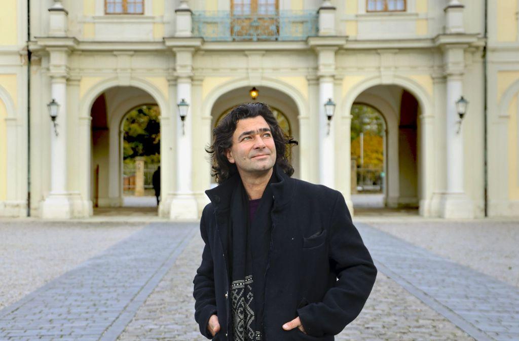 Jochen Sandig im Innenhof des Ludwigsburger Schlosses Foto: factum/Simon Granville
