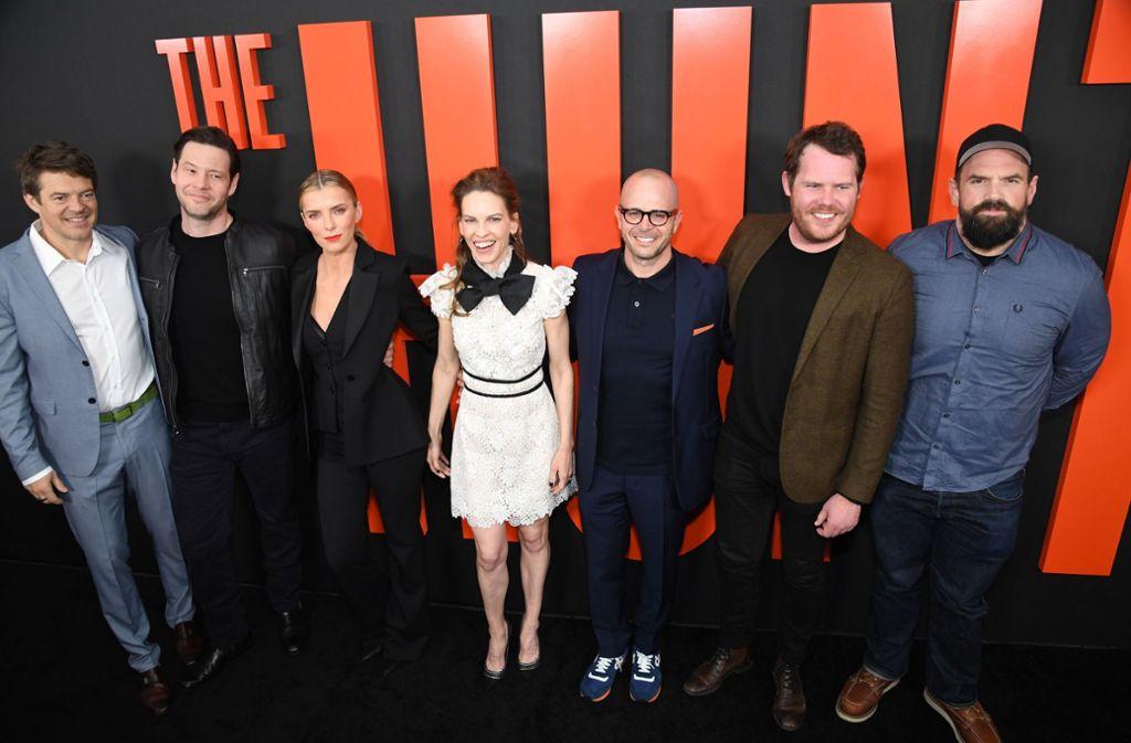 """Die Hauptdarsteller und Produzenten von """"The Hunt"""" zeigen sich gut gelaunt bei der US-Premiere in Hollywood. Foto: AFP/ROBYN BECK"""