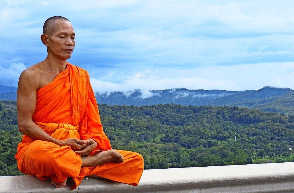 Beim Meditieren sitzt man ganz still da – und denkt an nichts. Foto: Wikipedia Commons