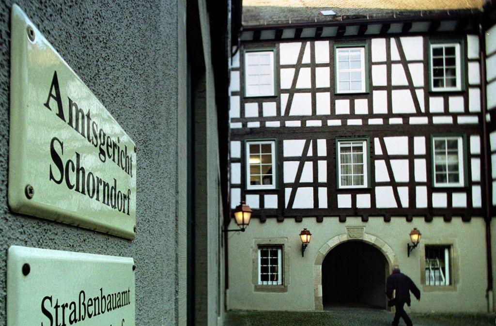 Vor dem Amtsgericht Schorndorf musste sich ein Mann wegen des Verwendens von Kennzeichen verfassungswidriger Organisationen sowie  Beleidigung und Bedrohung verantworten. Foto: Gottfried Stoppel