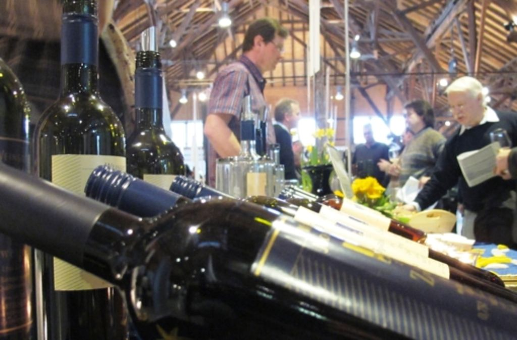 Mehr als 2000 Besucher genießen beim 17. Weintreff edle Tropfen. Foto: Simone Käser