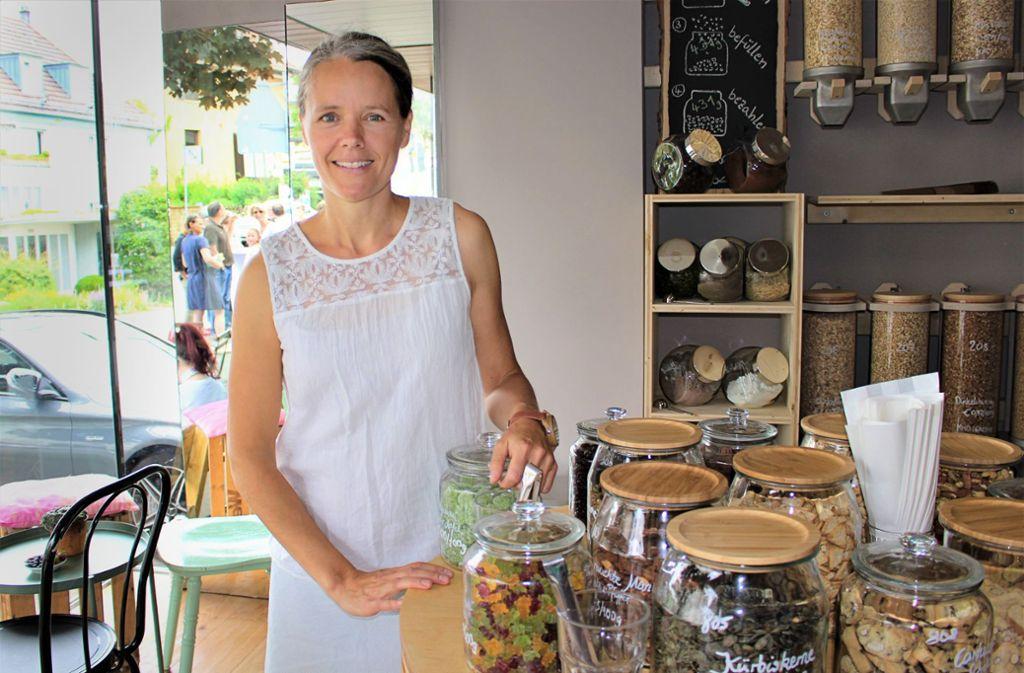 Maarit Schneider-Penna, Inhaberin des Unverpackt-Ladens in Stuttgart-Sillenbuch. Foto: Caroline Holowiecki