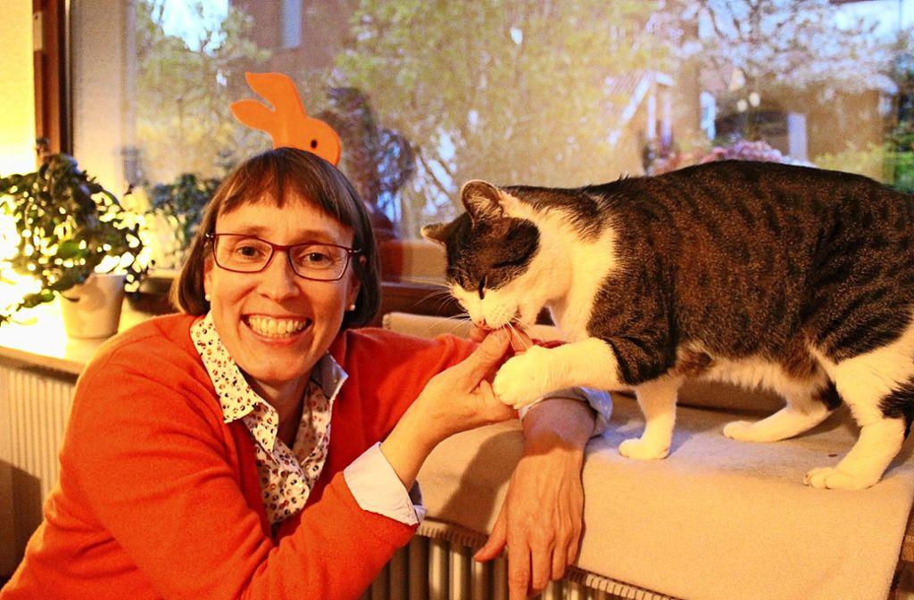 Susanne Becker ist froh, ihren Schnuffel wieder bei sich zu haben. Foto: Caroline Holowiecki