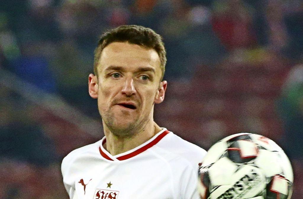 Christian Gentner gibt auch drei Tage nach dem tragischen Tod seines Vaters die Richtung beim VfB vor. Er spielt in Wolfsburg Foto: Pressefoto Baumann