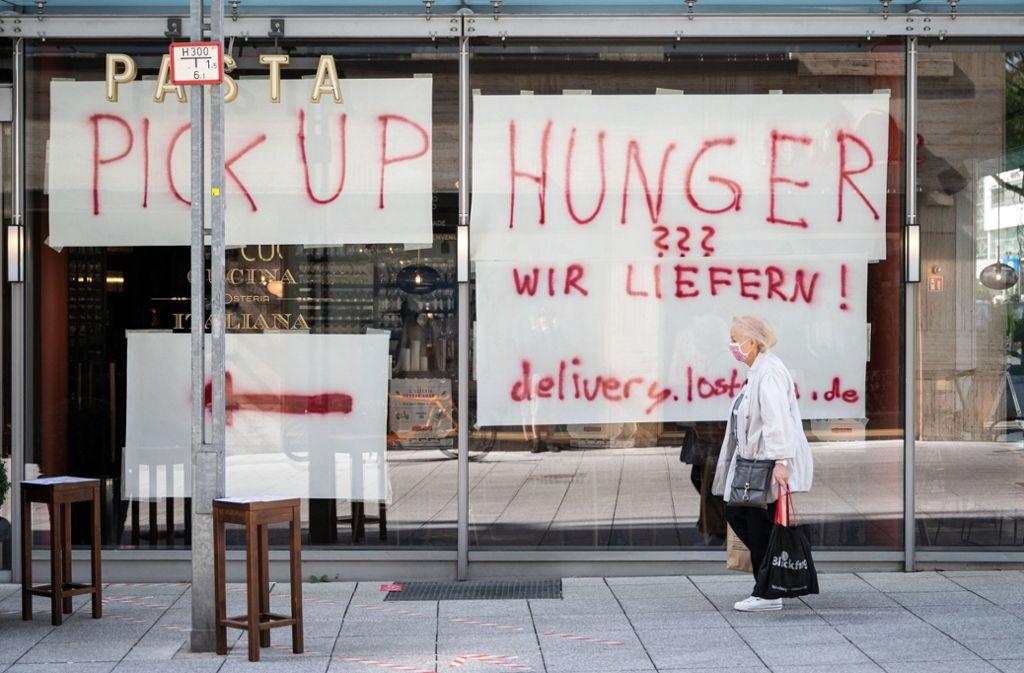 In Stuttgart bieten viele Gastronomien Lieferdienste an. Foto: dpa/Marijan Murat