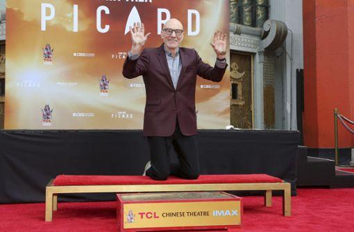 Patrick Stewart verewigt sich mit Händen und Füßen in Hollywood