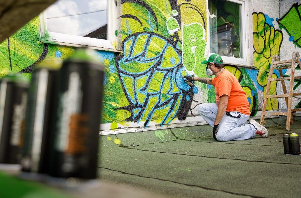 graffiti aktion in schorndorf neue farben f r das. Black Bedroom Furniture Sets. Home Design Ideas