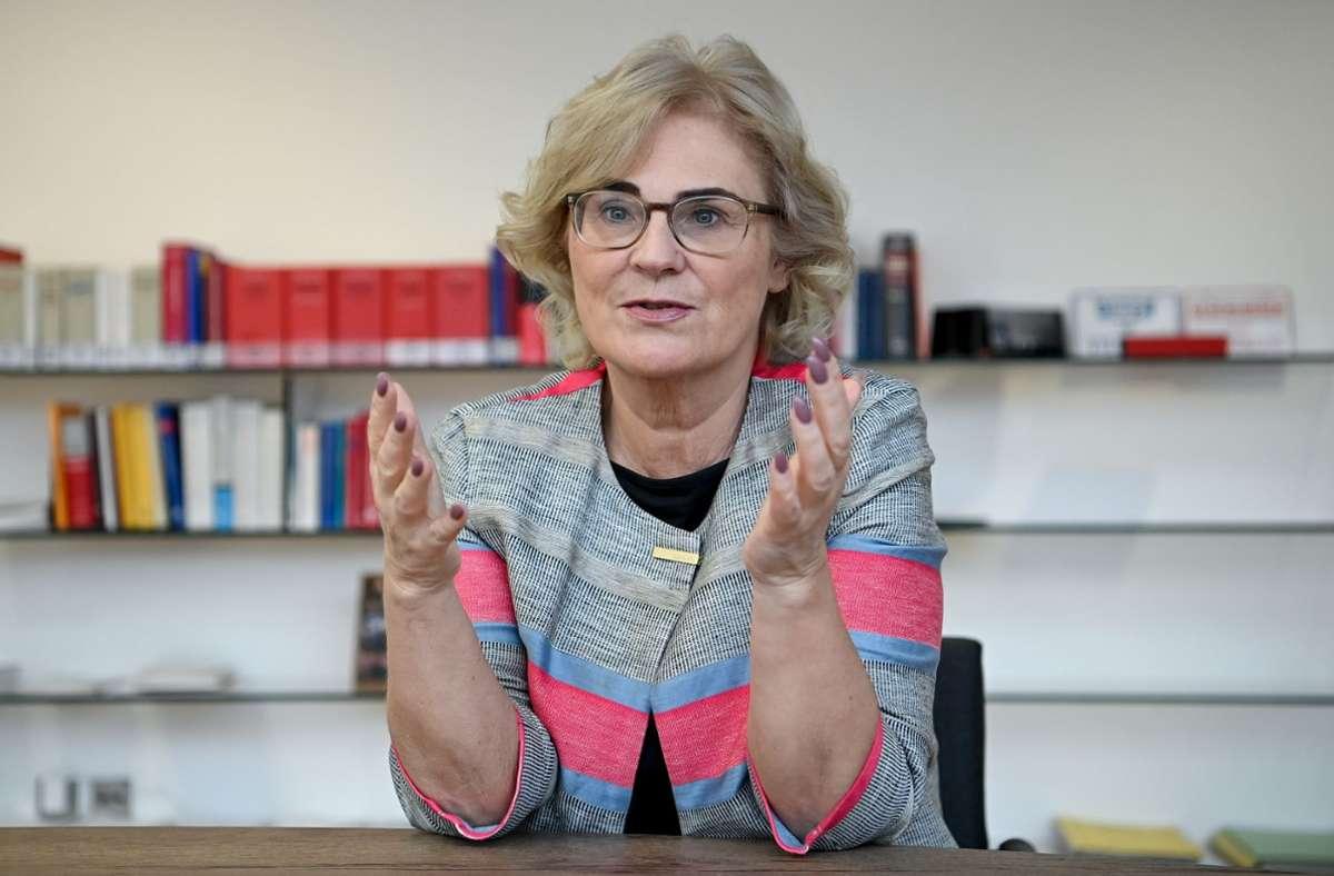 Bundesjustizministerin Christine Lambrecht (SPD) muss für ihre Reform im Bundestag eine Zweidrittelmehrheit finden. Das wird schwer. Foto: dpa/Britta Pedersen