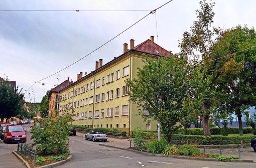 Der Altbau an der Klingenstraße (oben) soll abgerissen werden. An seiner Stelle soll ein Internationales Jugendwohnheim entstehen. Foto: Jürgen Brand