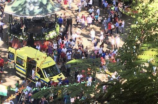 13 Menschen von Baum erschlagen