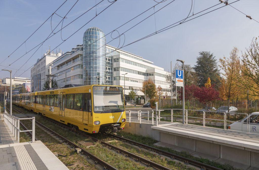 Mitarbeiter im Synergiepark sollen den öffentlichen Nahverkehr nutzen. Eine App zeigt ihnen künftig, welche Verkehrsmittel sie auf dem Weg zum Job kombinieren können. Foto: Thomas Krämer