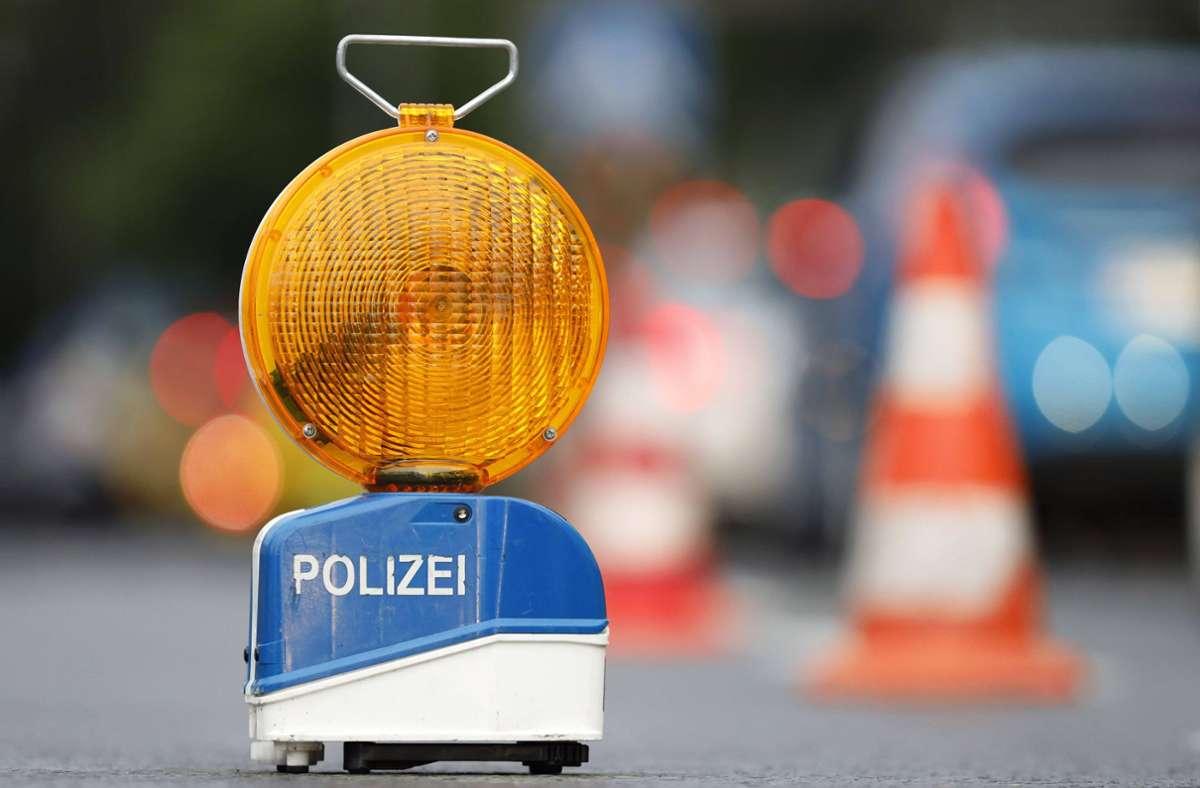 Auf der A8 sind bei einem Unfall vier Menschen schwer verletzt worden (Symbolfoto). Foto: imago images/Future Image/Christoph Hardt via www.imago-images.de
