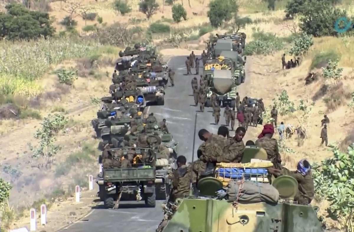 Dieses Bild eines undatierten Videos zeigt äthiopische Soldaten nahe der Konfliktregion Tigray. (Archivbild) Foto: AP