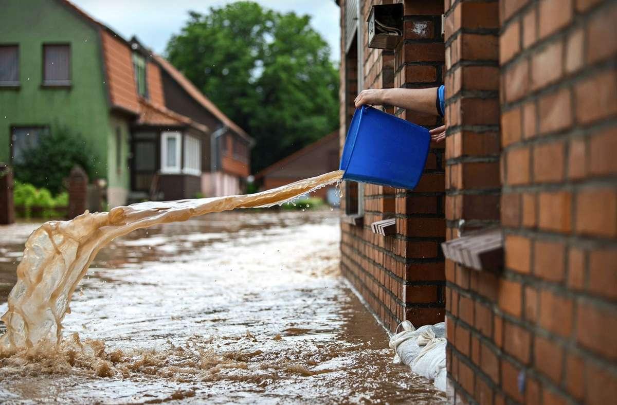 Die Gefahren durch extreme Wetter steigen in der Zukunft. Wie kann man sich am besten vorbereiten? Foto: dpa/Silas Stein