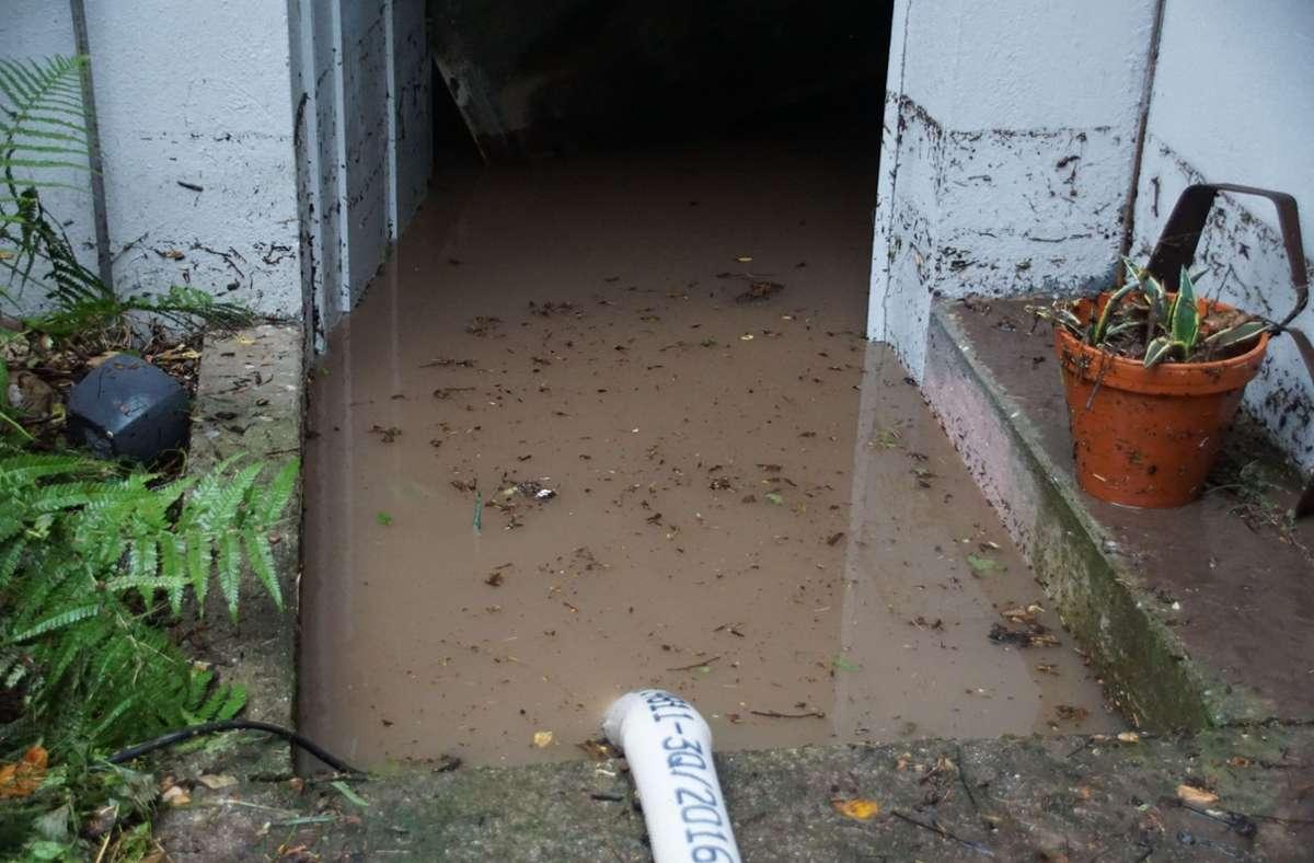 In Esslingen mussten nach den starken Regenfällen auch einige Keller ausgepumpt werden. Foto: SDMG/SDMG / Boehmler