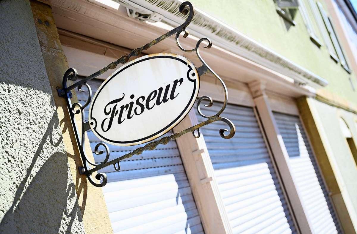 Locken down im Lockdown. Friseure dürfen seit Mitte Dezember keine Kunden bedienen. Foto: dpa/Sebastian Gollnow