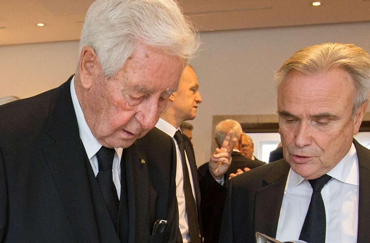 Friedrich Haag wurde am Montag 90 Jahre alt. Das Foto aus dem Jahr 2013 zeigt den Jubilar  im Gespräch mit dem früheren Leiter des städtischen Gartenamts, Werner Koch (rechts). Foto: Archiv/Michael Steinert