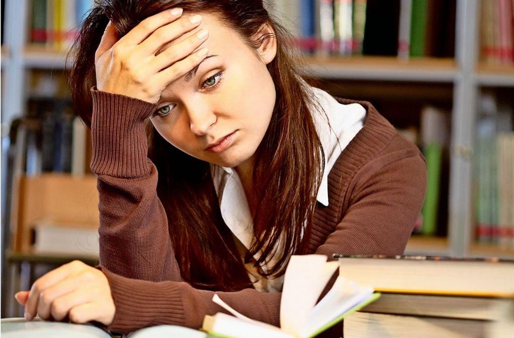 Ängstlichkeit, Anspannung, Erschöpfung: Insbesondere Studentinnen macht der Leistungsdruck im Studium zu schaffen. Foto: pressmaster/Adobe Stock