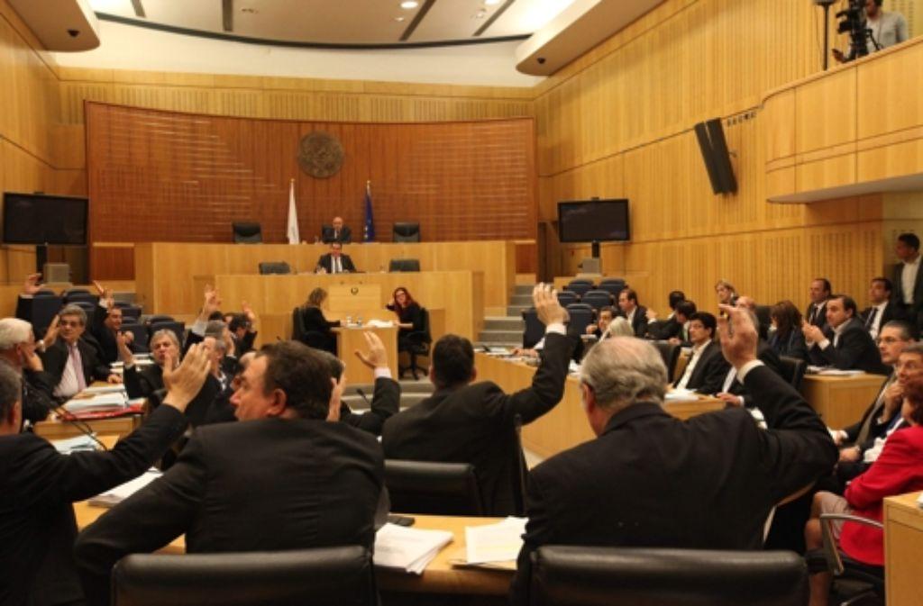 Am Freitag hat das zyprische Parlament ein Rettungspaket beschlossen. Foto: dpa