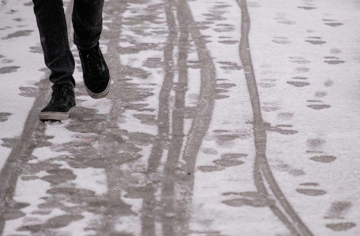 Am Samstag kann es vereinzelt noch zu Schneefall kommen. (Symbolbild) Foto: dpa/Marijan Murat