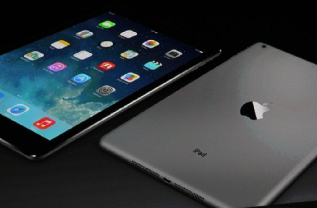 Allerheiligen macht Apple-Fans in Teilen Deutschlands einen Strich durch die Rechnung - wegen des Feiertags können sie auch im Südwesten frühestens am Samstagmorgen ein iPad Air in den Händen halten. Erste Eindrücke von den neuen iPad-Modellen gibt es in unserer Fotostrecke - klicken Sie sich durch! Foto: dpa