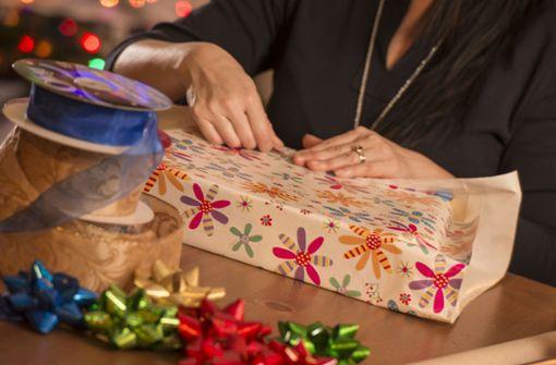 Simpler Verpackungstrick für Geschenke verblüfft das Netz