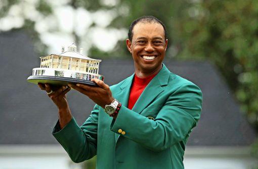 Tiger Woods stellt sich selbst auf
