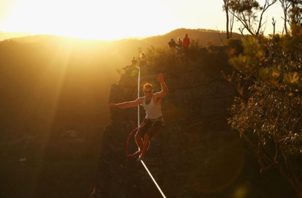 In schwindelerregender Höhe balancieren Highliner über ein Seil - wie hier in den australischen Blue Mountains. Gleichgewicht, Konzentration und Mut sind hier besonders gefragt. Foto: Getty Images