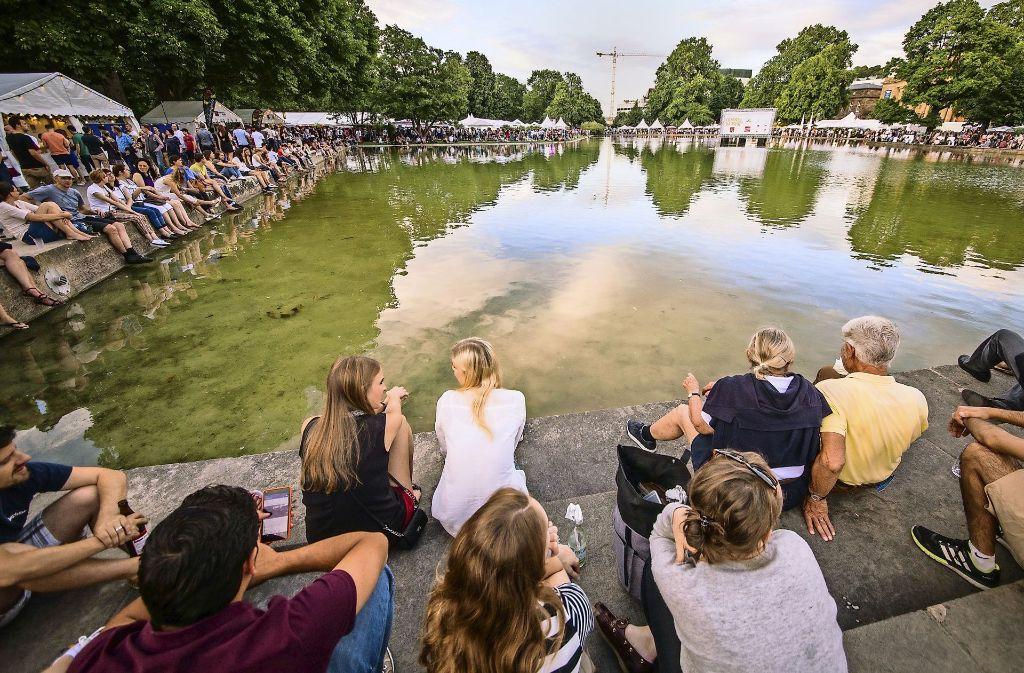 Beim alljährlichen Sommerfest im August ist der Eckensee ein beliebter Treffpunkt. Foto: dpa