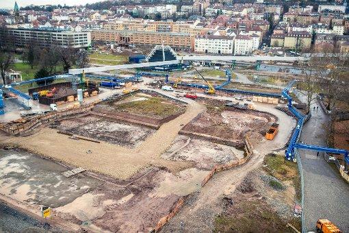 Das Förderband soll Aushub von der Baustelle am Wagenburgtunnel in den Schlossgarten befördern. Foto: www.7aktuell.de | Florian Gerlach