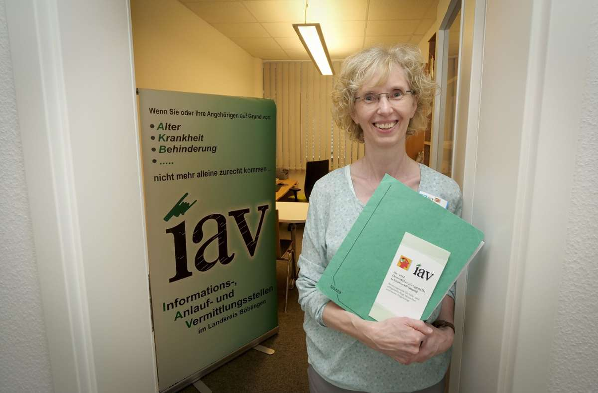 Die Beraterin Dorothea Bloching führt Angehörige durch den Paragrafen-Dschungel  von Pflegediensten, Sozialämtern und Krankenkassen. Foto: factum/Simon Granville