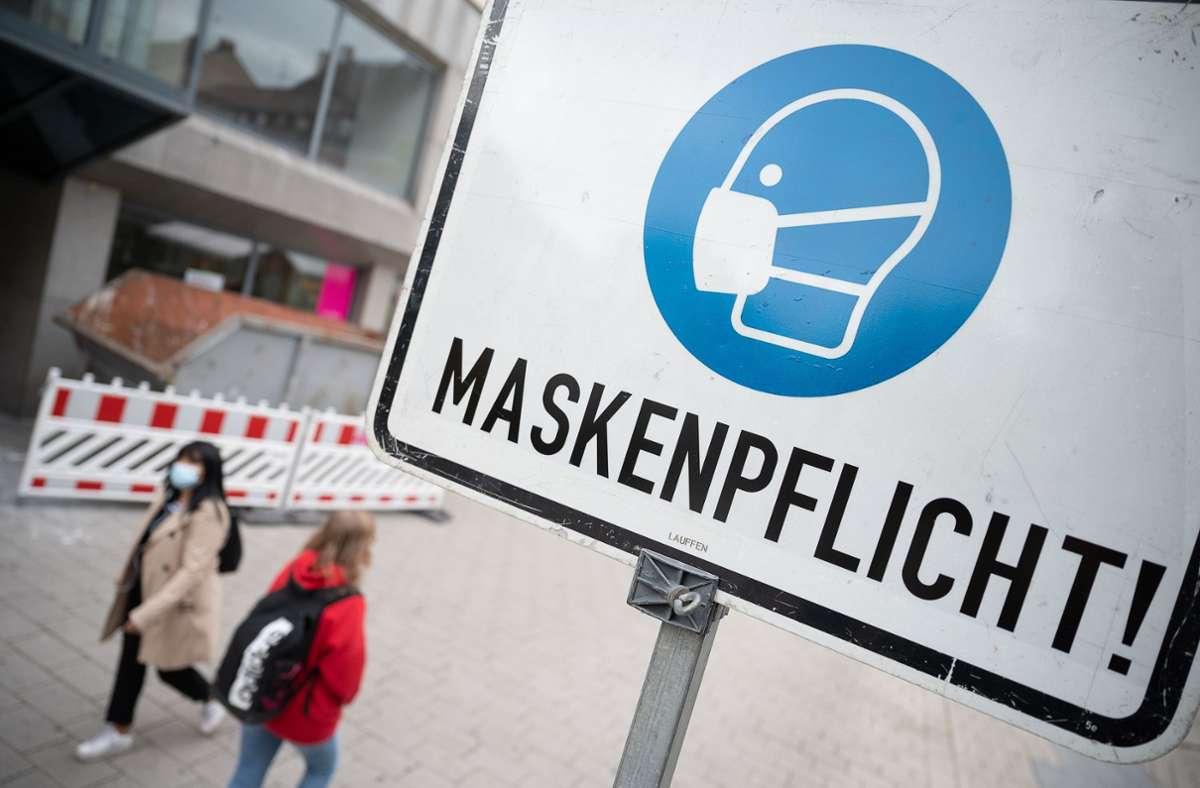 Eine Affäre um mutmaßlich bezahlte Maskenlobbyisten sorgt für Schlagzeilen (Symbolbild). Foto: dpa/Sebastian Gollnow