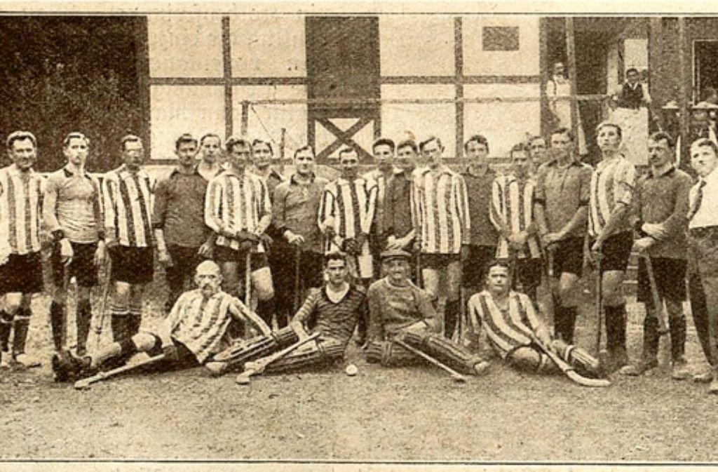Die neugegründete Hockey Mannschaft posiert 1913 für den Fotografen. Foto: Ulrich Gohl