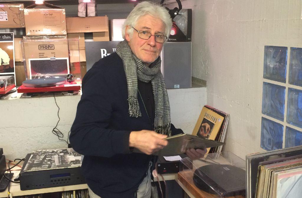 Helmut Faber hat die Leitung des Plattenladens Second Hand Records längst abgegeben. Aber er ist noch heute fast jeden Tag im Laden. Foto: Jannika Quaas