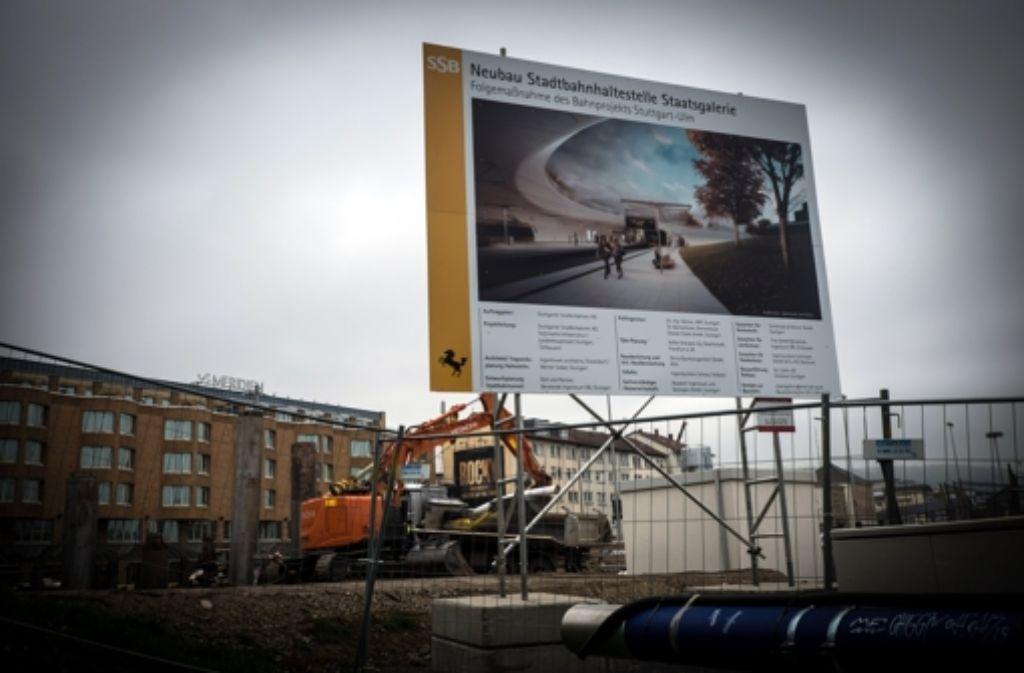 Wegen der Umbauarbeiten  an der Haltestelle Staatsgalerie drohen den Passagieren Umwege aber immerhin keine Mehrkosten. Foto: Lichtgut/Achim Zweygarth