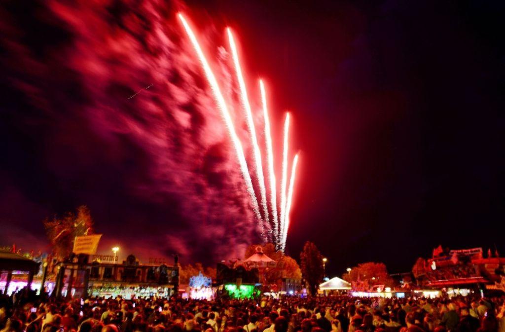 Am Sonntag ging das 78. Stuttgarter Frühlingsfest mit dem Musikfeuerwerk zu Ende. Foto: 7aktuell.de/Eyb